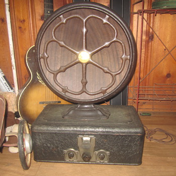 Crosley showbox with Atwater Kent speaker - Radios