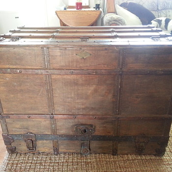 Dresser Trunk, Henry Likly & Co