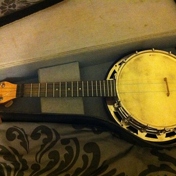 The Abbott &#039;Monarch&#039; Banjo Ukulele - Guitars
