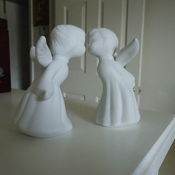 KISSING ANGELS - Art Pottery