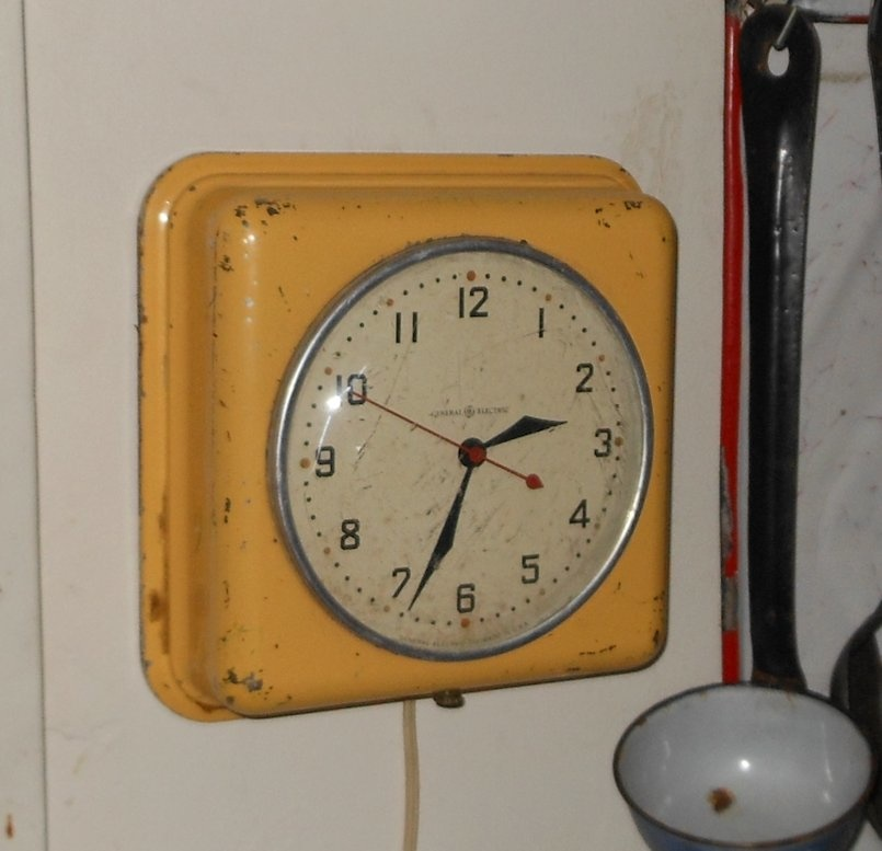 Vintage Electric Wall Clock 105
