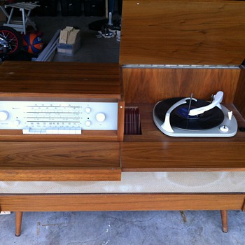 Braun Record Player and Radio