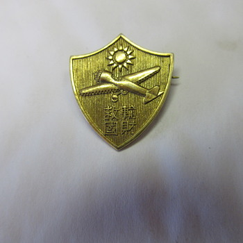 Pilots Military Gold Pin