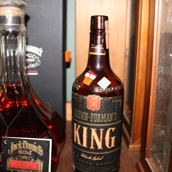 1947 4/5 quart Brown-Forman King Black label cork top bottle - Bottles