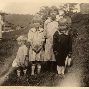 More pics of my Mom and her siblings - Photographs