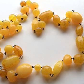 Vintage Bakelite necklace - Costume Jewelry