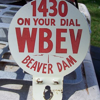 WBEV RADIO BEAVER DAM WI 1950s LICENCE TAG TOPPER SIGN