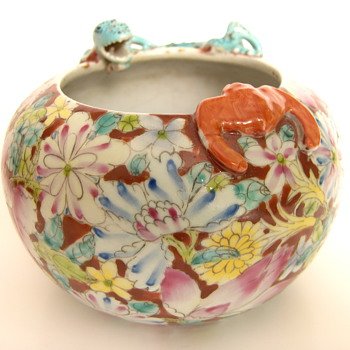CHINA Export Porcelain Brushwasher With Millefleurs, Bat & Dragon Signed - Asian