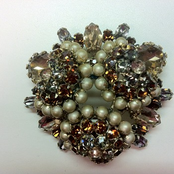 Schreiner Brooch - curious about it... - Costume Jewelry