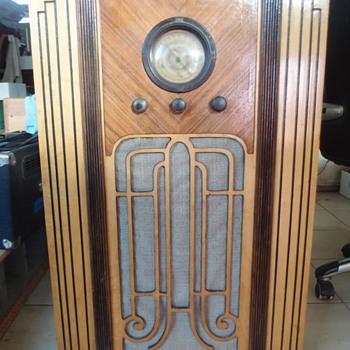 Ward's Airline Radio - Model 154 - Radios