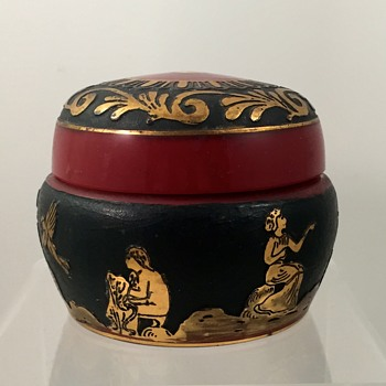 "Loetz ""Etrusk"" kaiserrot covered box, ca. 1928, Prod. Nr. unknown"
