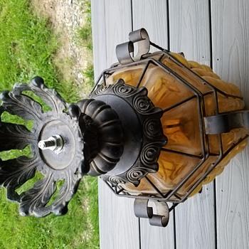 Help identifying an old street lamp