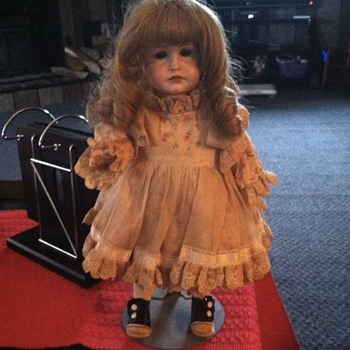 Please help me identify this beautiful doll. - Dolls