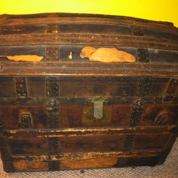 Dome Chest with Heloise-Leloir Images