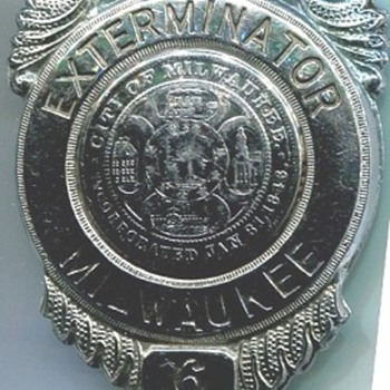 Milwaukee City Exterminator - Medals Pins and Badges