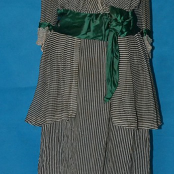 CHARMING ANTIQUE 1910 1920'S EDWARDIAN PIN STRIPED ORGANZA DRESS