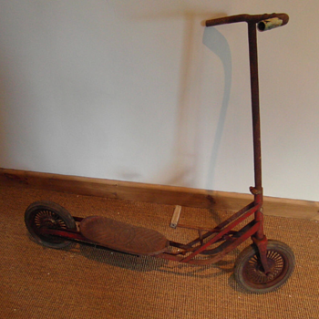Discovered Vintage Pedal Scooter??? - Toys