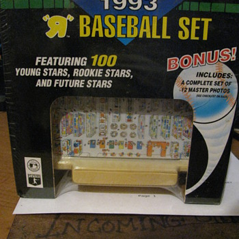 Topps baseball card set -- Toy&#039;s are us