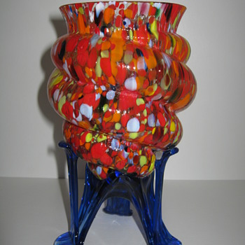 Kralik circa 1930 Shell / Cornucopia vase with a Rare End of Day Mottled decor finely Ribbed Glass and Cobalt Strutted Feet - Art Glass