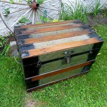 Clinton Wall Trunk (small) - Furniture