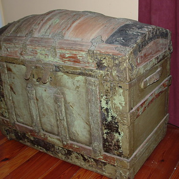 Large Saratoga Trunk