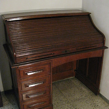 EARLY 20TH CENTURY DESK