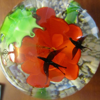 red flower with black birds paperweight - Art Glass