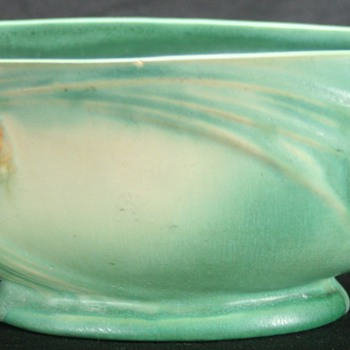 Roseville Pottery #279-9 Green Pinecone Bowl  - Pottery