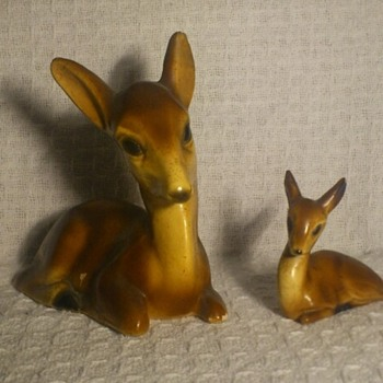 Vintage/antique chalkware deer figurines - Figurines