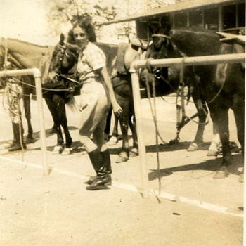Army Women 1920s..California or Hawaii - Military and Wartime