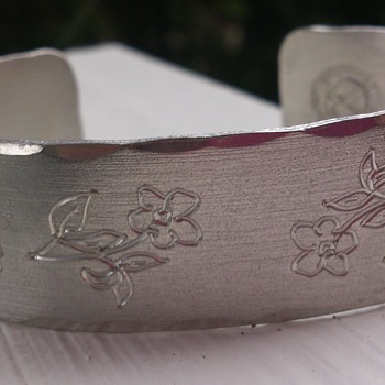 "Pewter bangle made by swedish ""Hantverkarna Tenn Jokkmokk"" 1978 - Costume Jewelry"