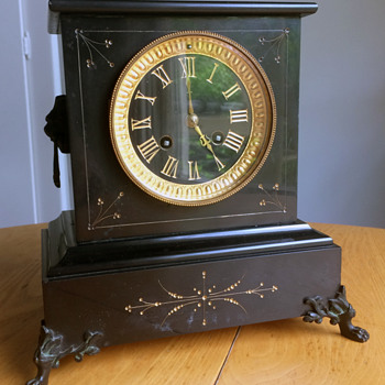 A Mystery Mantle Clock from my family..... - Clocks