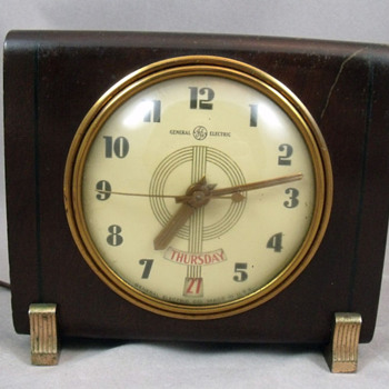 General Electric Model 8H14 Alamanac Day and Date clock, 1940  - Art Deco
