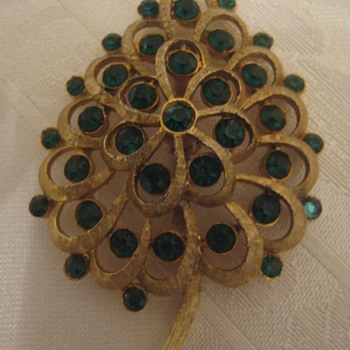 Vintage Brooch Gold Tone Green Stones - Costume Jewelry