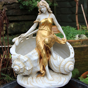 Beautiful Art Nouveau Maiden - Figurines