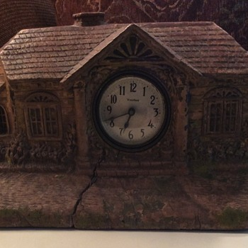 Cottage wooden mantle clock
