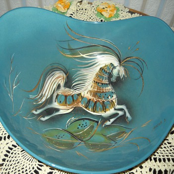 SASHA B HORSE BOWL - Art Pottery