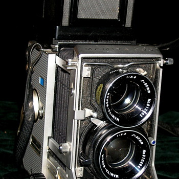 Mamiya C33 Professional is an interchangable lens TLR camera.