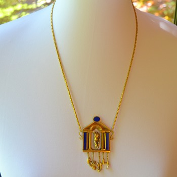 Gorgeous Gold and Lapis Necklace - Fine Jewelry