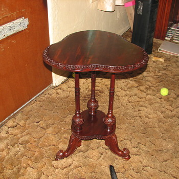 My very pretty little mystery table - Furniture