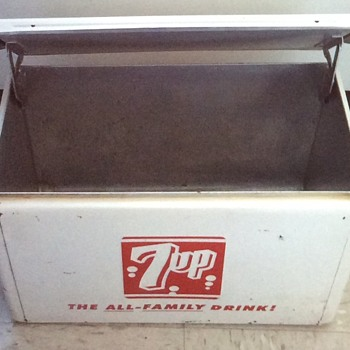 7up metal cooler. - Advertising