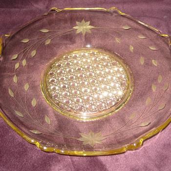 yellow elegant handled muffin tray