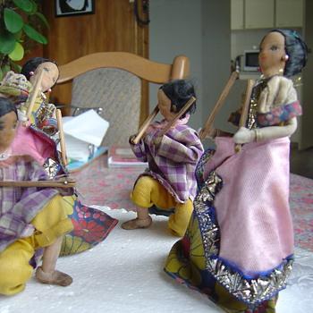 dolls dancing - Dolls