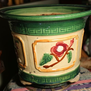 Very large Majolica Jardinere - Art Pottery