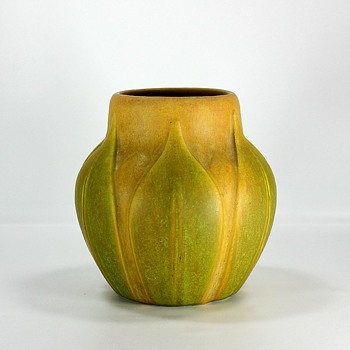 Roseville Early Velmoss - Art Pottery