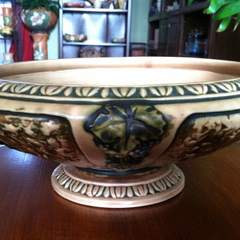 Roseville Florentine Console - Pottery