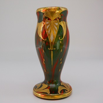 Early Bohemian enamel decorated Harrach Formosa Vase, Circa 1900 - Art Glass