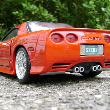 1 / 18 Scale Die Cast 2001 Corvette - Model Cars