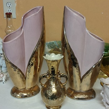 Pink vases and small gold vases