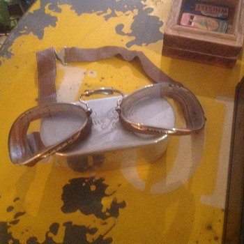 French driving goggles with original case, circa 1920